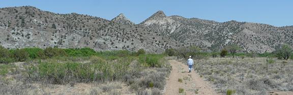 Hiking trail along the Gila River